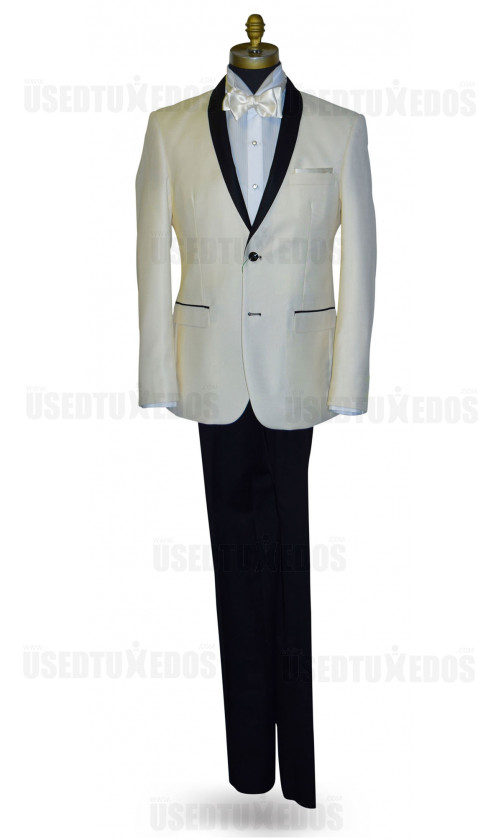 Ivory Coat With Black Shaw Collar Ensamble