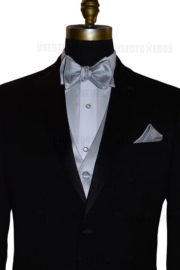 silver tie-yourself bowtie close-up